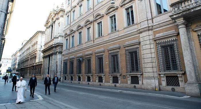 http://www.succedeoggi.it/wordpress/wp-content/uploads/2020/03/papa-francesco-via-del-corso1.jpg